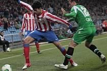 Diego Costa z Atlética Madrid (vlevo) proti Betisu.