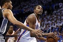 Kevin Durant byl v zápase nejlepším střelcem Oklahomy.