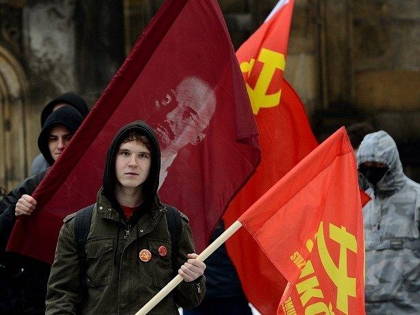 Pražská KSČM a Svaz mladých komunistů Československa (SMKČ) uctili při příležitosti 65. výročí tzv. Vítězného února, komunistického převratu v roce 1948, památku prezidenta Klementa Gottwalda u jeho hrobu v Praze.