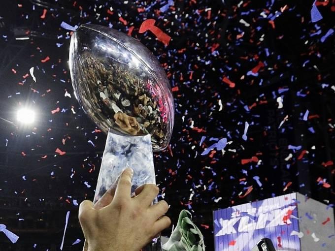 Super Bowl: Slavná trofej patří Patriots.