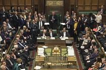 Předseda britské dolní sněmovny John Bercow (uprostřed)