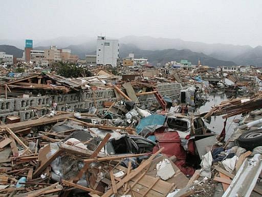 Vlna cunami po sobě zanechala spoušť. Ilustrační foto