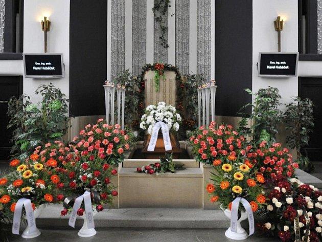 Poslední rozloučení s architektem Karlem Hubáčkem, který zemřel 23. listopadu ve věku 87 let, se konalo 2. prosince v Liberci.