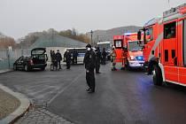 Havarovaný vůz před sídlem Angely Merkelové.