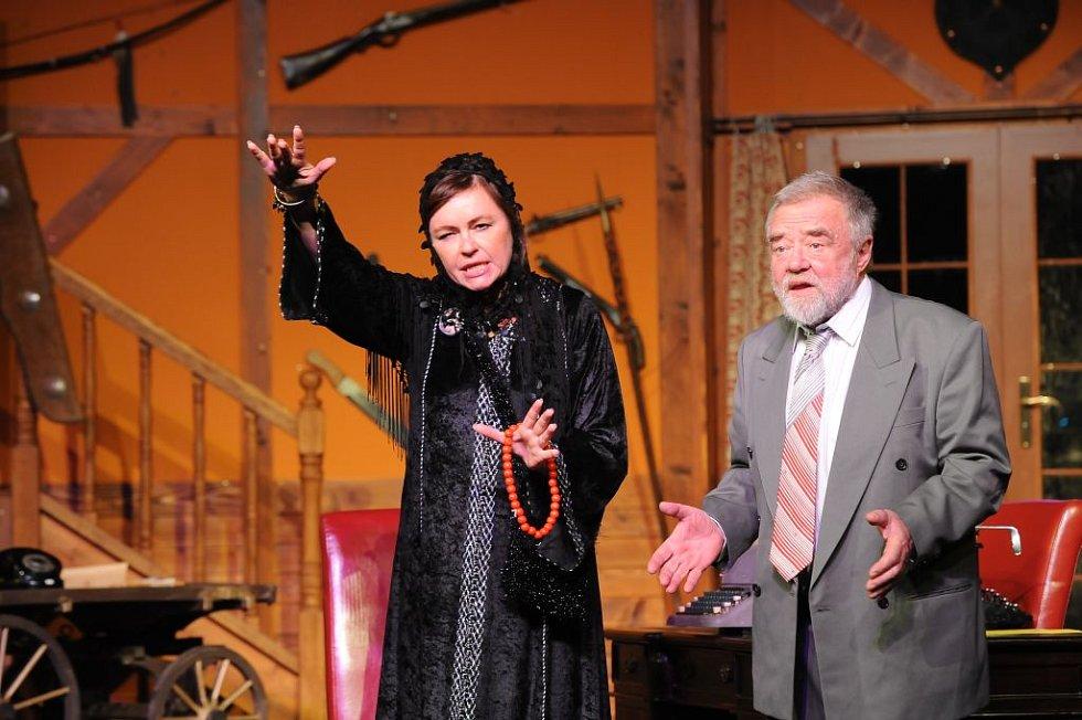 Divadelní společnost On Stage! rozjíždí třetí sezónu krimikomedií od amerického klasika Iry Levina Osidla smrti.
