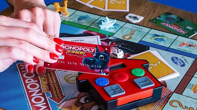 Jednou z ikonických her od společnosti Hasbro jsou Monopoly. Existují v celé řadě variant.