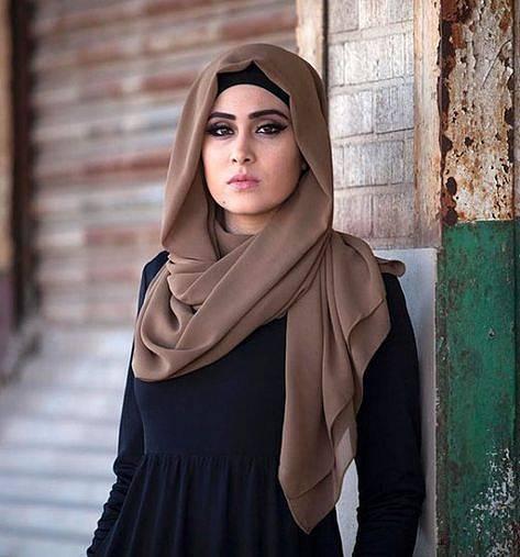 Hidžáb je uvolněná pokrývka, která zakrývá vlasy a případě potřeby dovoluje zakrýt i tvář - Ilustrační foto