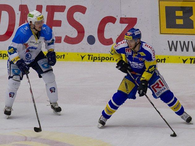 Hokejisté Zlína (v modrém) proti Plzni.