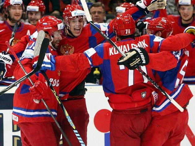Hokejisté Ruska postoupili po boji s Němci do finále mistrovství světa.