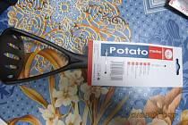 Ministerstvo zdravotnictví varuje před zdraví nebezpečným mačkadlem na brambory. Z mačkadla se mohou do jídla uvolňovat rakovinotvorné látky. Obsah zmíněných látek, které mohou zasáhnout hlavně játra a štítnou žlázu, v kuchyňském náčiní odporuje předpisům