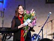 Téměř rok po úspěšné Moruši Biele přichází zpěvačka Jana Kirschner s druhou částí projektu – Morušou Čiernou.