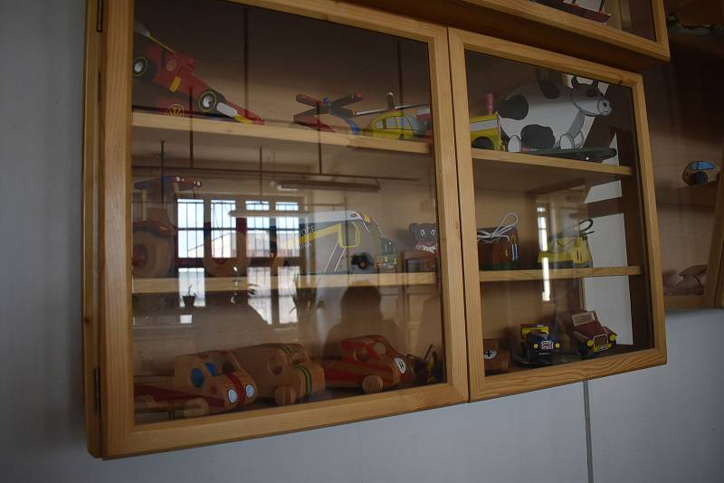 Hračky vyrábí vězni-učni oboru truhlář pravidelně. Putují většinou na charitativní projekty či jiné dobré účely.