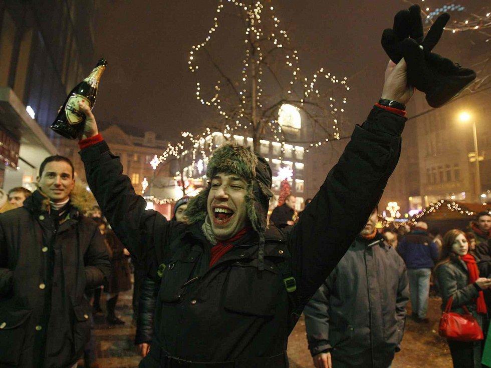 Silvestr bez alkoholu si mnoho Čechů nedokáže představit - ilustrační foto.