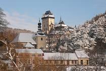 Zimní Karlštejn je ideálním cílem krásného výletu.