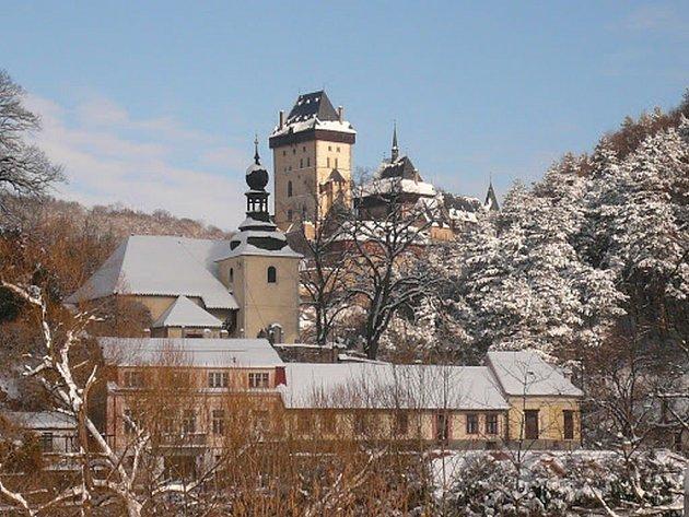 Zimní Karlštejn je ideálním cílem krásného vánočního výletu.