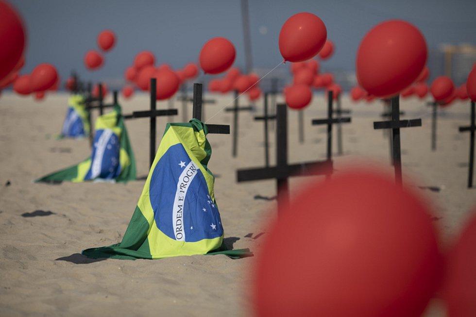 Vzpomínka na oběti koronaviru na pláži Copocabana