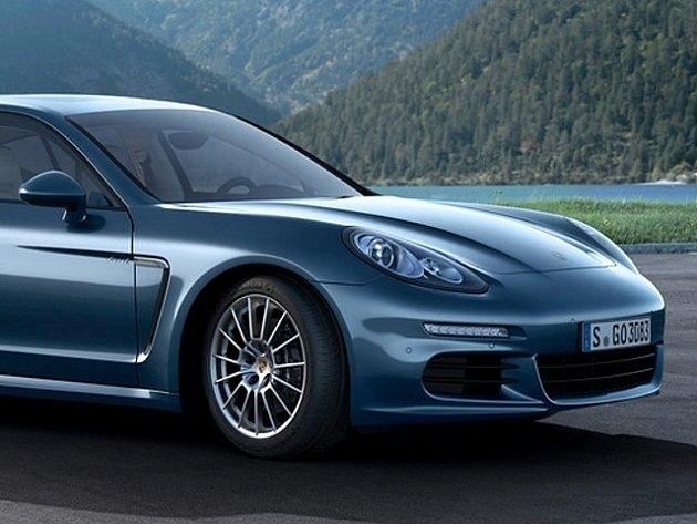 Naftová verze Porsche Panamera po faceliftu.