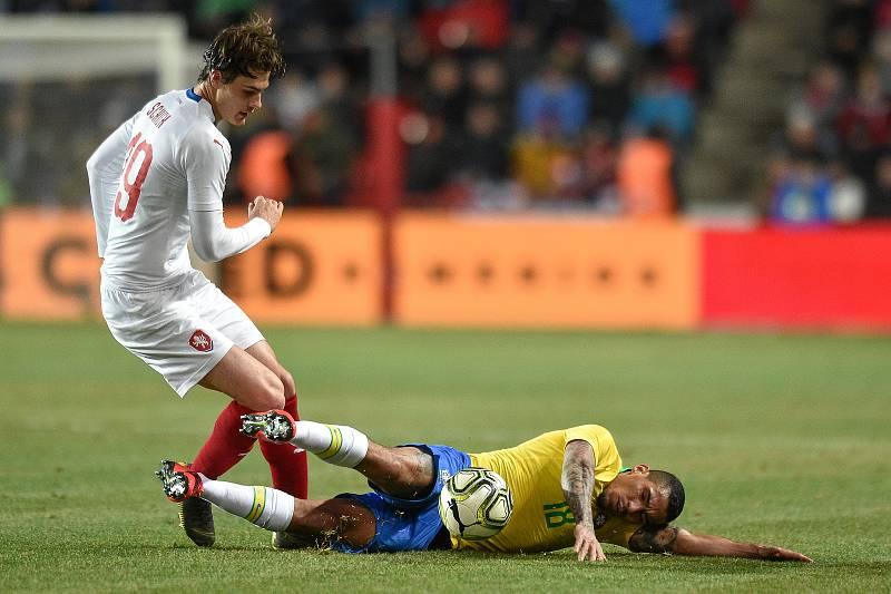 Přátelský fotbalový zápas, Česká republika Brazílie, 26. března 2019 v Praze. Na snímku (zleva) Patrik Schick a Allan.