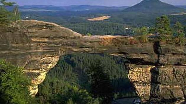 Pravčická brána se dostala do semifinále světové soutěže přírodních divů.