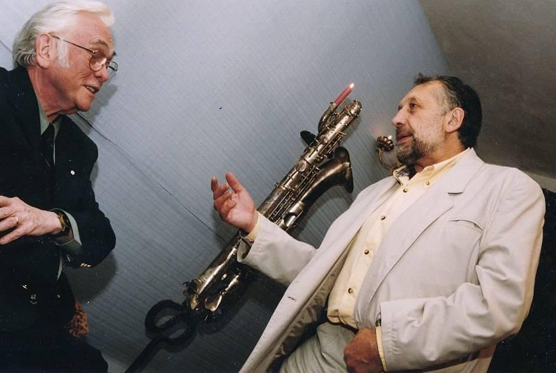 S Josefem Škvoreckým v ateliéru Jana Kristoforiho v roce 1998.
