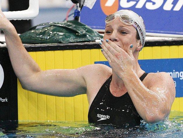 Patnáctiletá Emily Seebohmová zaplavala nový světový rekord.