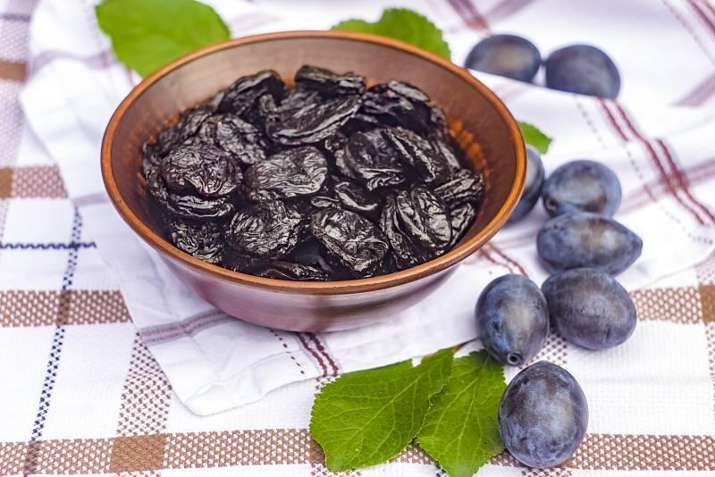 Sušené švestky jsou skvělým zdrojem vlákniny a také minerálů a vitaminů, proto jsou dnes považované za antioxidanty.