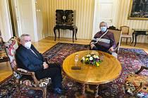 Prezident Miloš Zeman (vpravo) přijal 7. října 2020 na zámku v Lánech předsedu Úřadu pro ochranu hospodářské soutěže Petra Rafaje