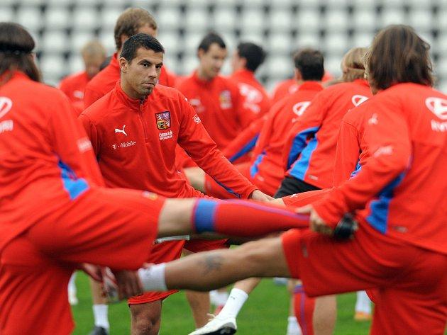 To netrénují baletky, ale fotbalisté. Uprostřed obrozený kanonýr Milan Baroš.
