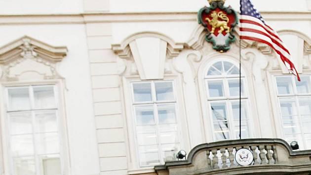 Ambasáda USA v Praze.