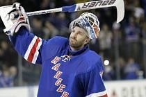 Brankář Henrik Lundqvist ukončil po 15 letech v NHL kariéru.