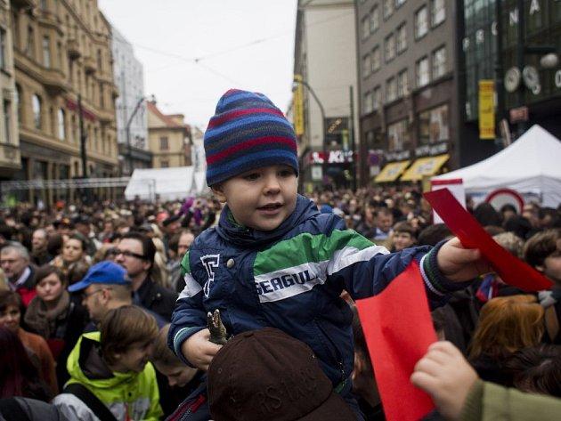 Oslavy výročí Sametové revoluce v centru Prahy.