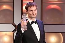Český lev 2019. Olmo Omerzu získal cenu za nejlepší režii za film Všechno bude.