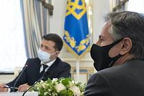 Americký ministr zahraničí Antony Blinken (vpravo) na jednání s ukrajinským prezidentem Volodymyrem Zelenským