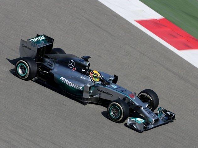 Lewis Hamilton při testech v Bahrajnu.