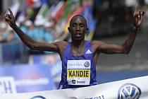 Pražský maraton 2015: Vítěz Felix Kandie.