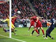 Robert Lewandowski posílá Bayern do vedení 2:1.