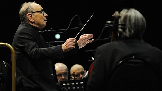 Italský hudební skladatel a dirigent Ennio Morricone vystoupil 4. února v pražské O2 areně s Českým národním symfonickým orchestrem