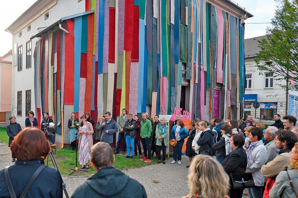 Festival V centru oživuje prázdné domy, na snímku bývalá knihovna v Jeseníku.