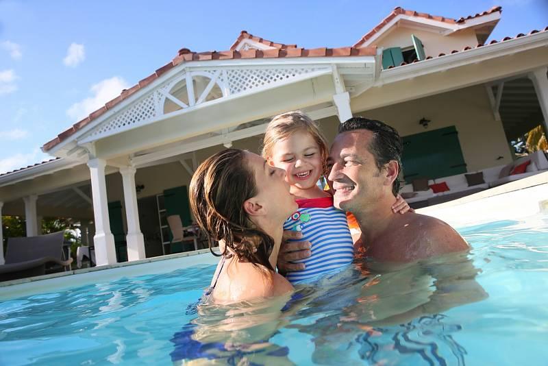 Nejenom, že tak šetří výdaje za dovolenou, ale obyčejně ji mají i zpestřenou o zajímavé nahlédnutí do života jiné rodiny.
