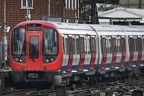 Výbuch zastavil londýnské metro.