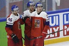 Filip Hronek (vpravo), uprostřed David Pastrňák a vlevo David Krejčí