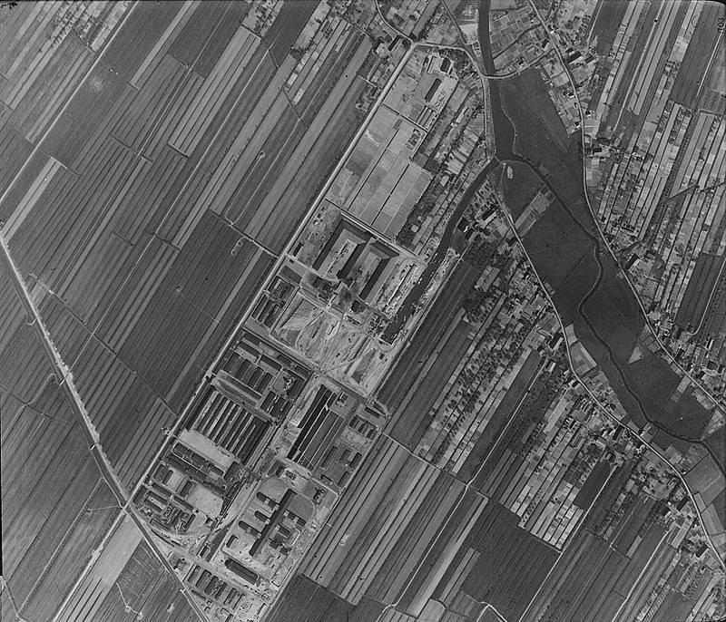 Koncentrační tábor Neuengamme zachycený z výšky britským letadlem