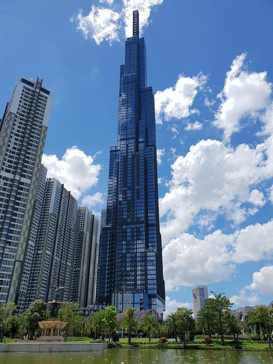 """Také Vietnam má svého nového """"velikána"""". Stala se jím budova pojmenovaná jako Vincom Landmark 81. Měří 461 metrů a nachází se v Ho Či minově městě"""
