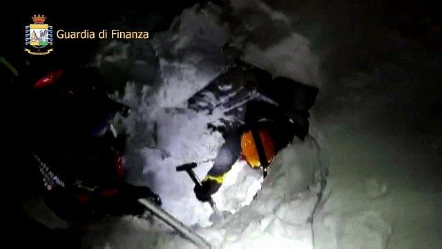 Situace v hotelu po pádu laviny
