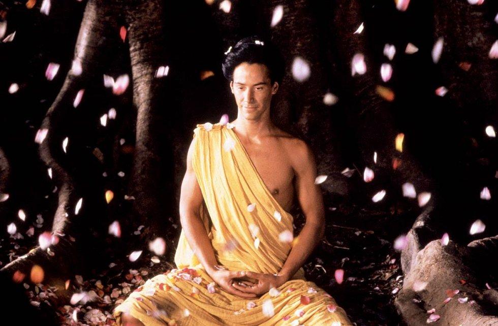 Epické koprodukční drama režiséra Bernarda Bertolucciho Malý Buddha mu přineslo zajímavou roli samotného prince Siddhárty, který se stal ztělesněním posvátného Buddhy.