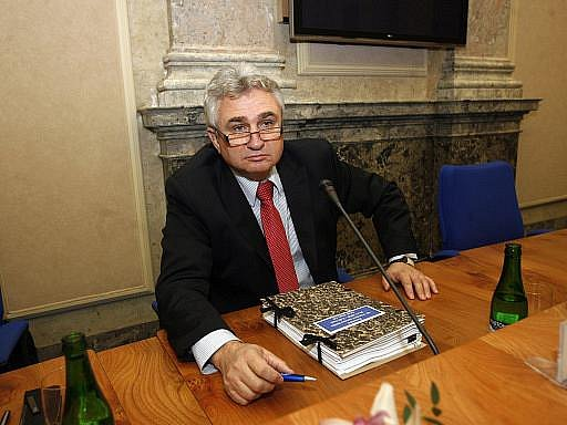 ČSSD na předsedu Senátu nominovala dosavadního místopředsedu horní komory a bývalého odborářského předáka Milana Štěcha (na snímku). Sociální demokraté poprvé obsadí křeslo předsedy horní komory,