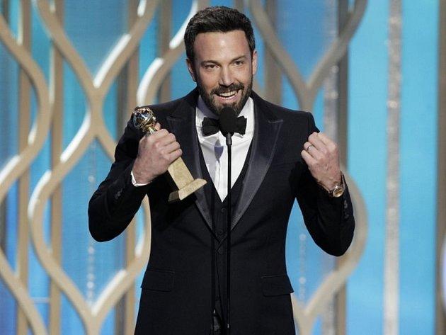 Ben Affleck je dobrý herec, jak se ale vposledních letech ukazuje, ještě lepší režisér. Jeho Argo, příběh ze sedmdesátých let, který vypráví oosvobození amerických rukojmí zÍránu pomocí natáčení smyšleného sci-fi filmu, na Glóbech bodovalo.