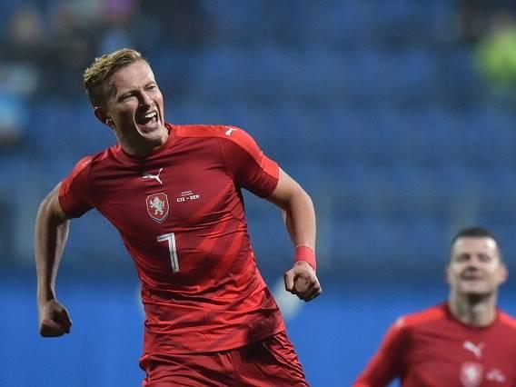 Antonín Barák se raduje z reprezentačního gólu.