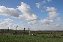 stožár vedení velmi vyského napětí 110 kV u obce Hrušovany na Chomutovsku