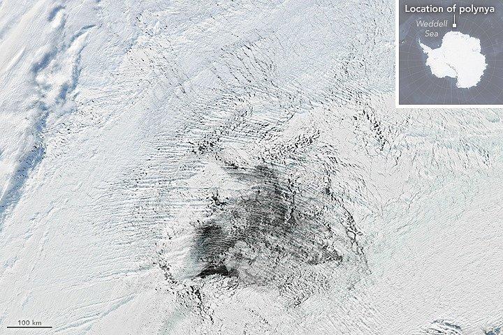 Oblast, v níž se objevil tajemný obří otvor, na snímku ze srpna 2016